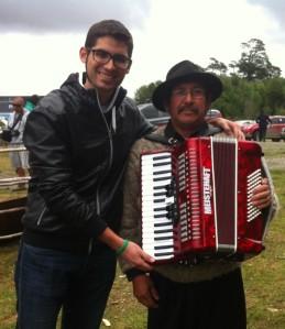 Junto a Don Sergio Barrientos, el gran exponente de la música de Chiloé