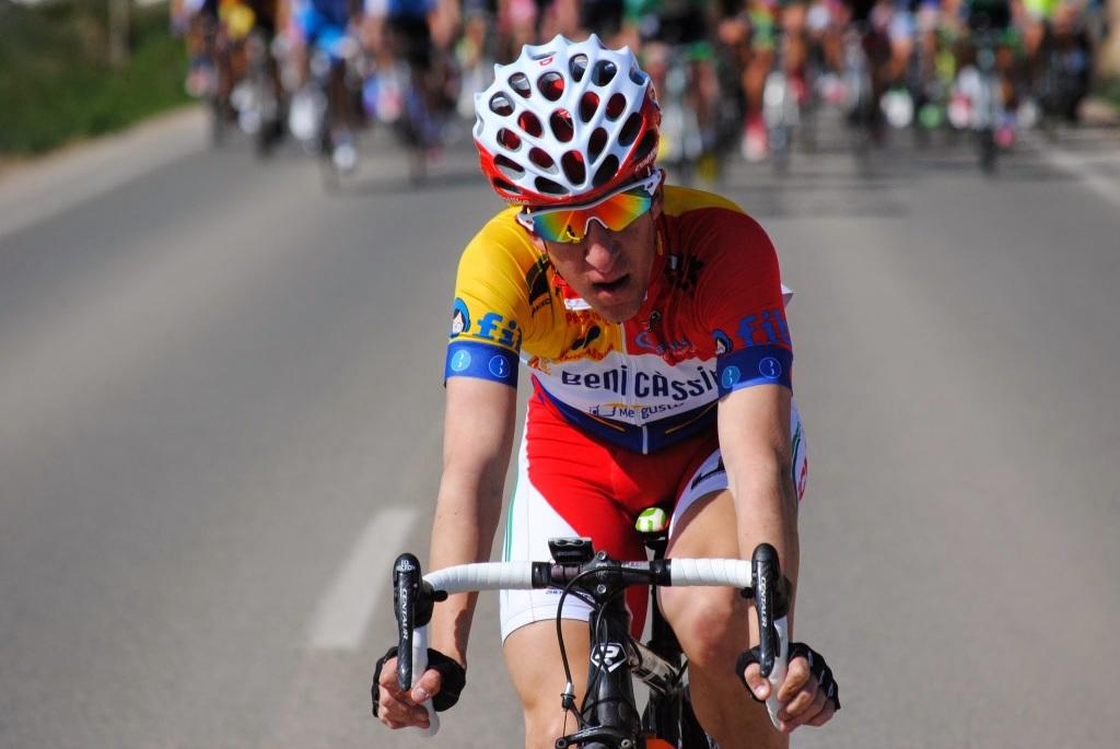 Un ciclista sin identificar que atacaba a cada instante en la Vuelta Costa Cálida