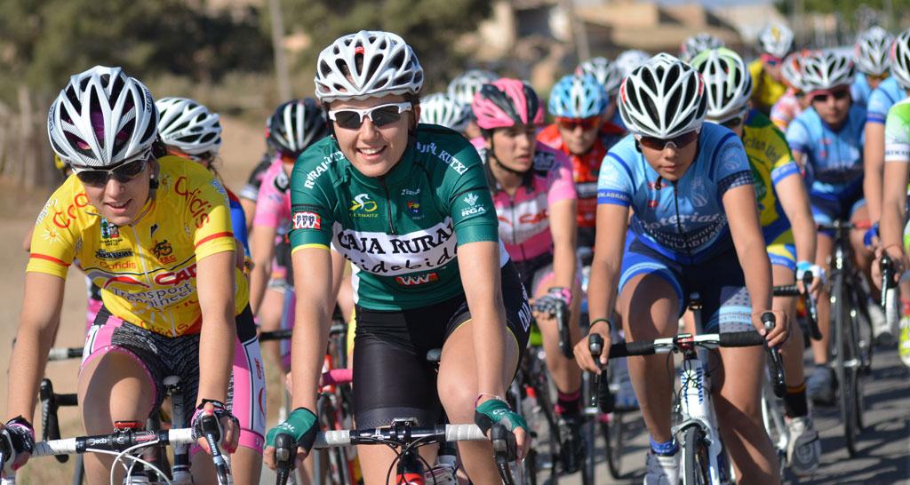 Esta foto sintetiza cómo veo el ciclismo femenino. La pondría en la portada de cualquier dossier de patrocinio.