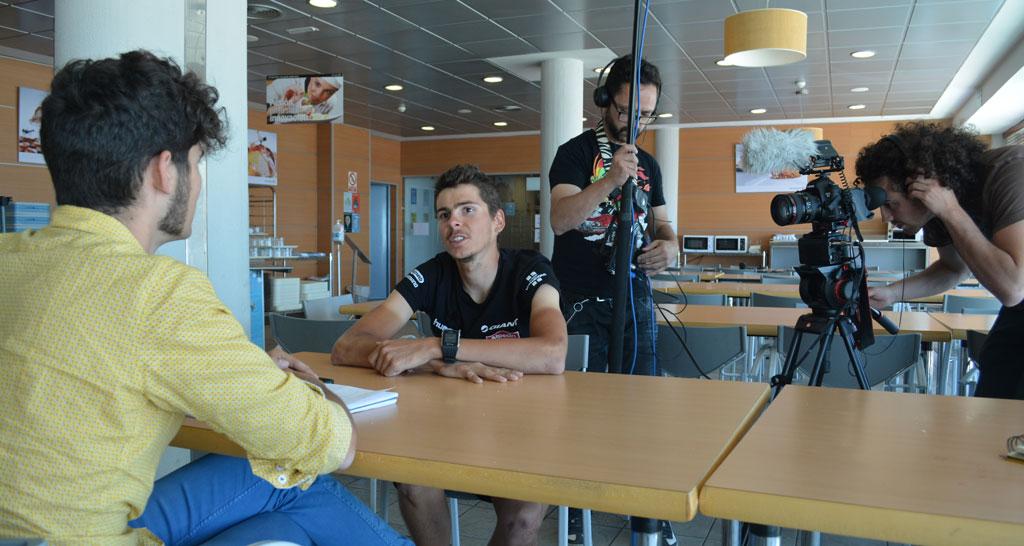 Una tele regional francesa me grabó conversando con Barguil. Curiosamente, fue la peor entrevista de todas las que he hecho este mes.